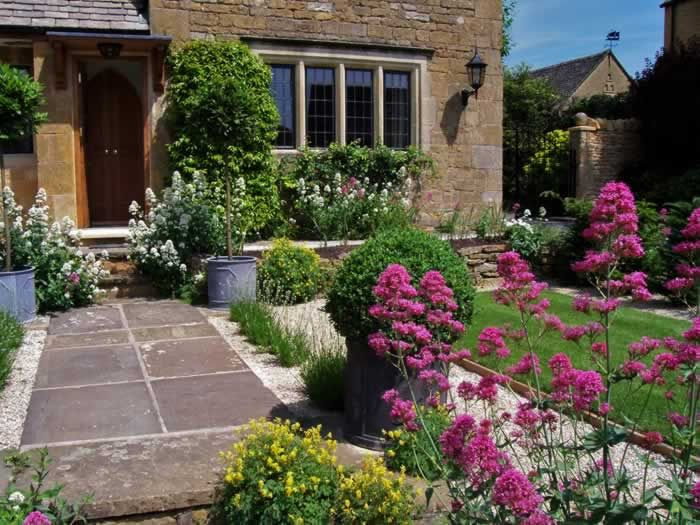 Traditional cotswold front garden planting and layout design